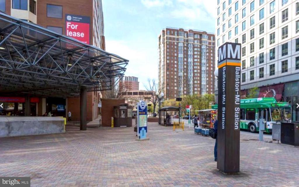 Metro just steps away - 1001 N VERMONT ST #106, ARLINGTON