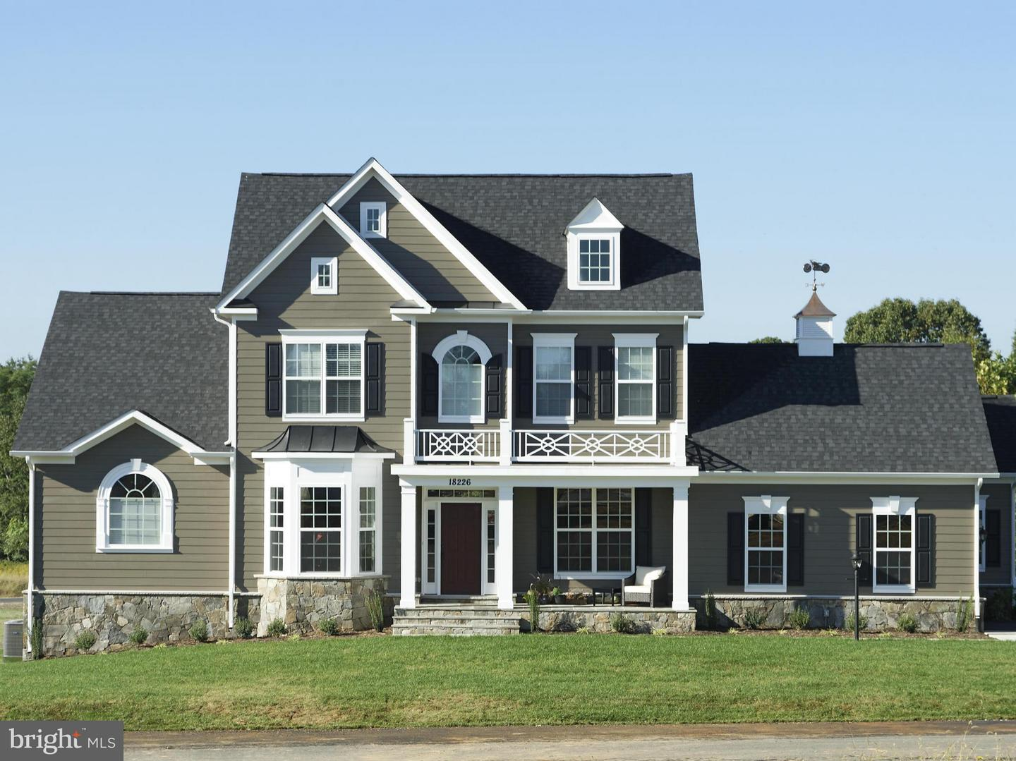Photo of home for sale at Skyfield Ridge, Purcellville VA