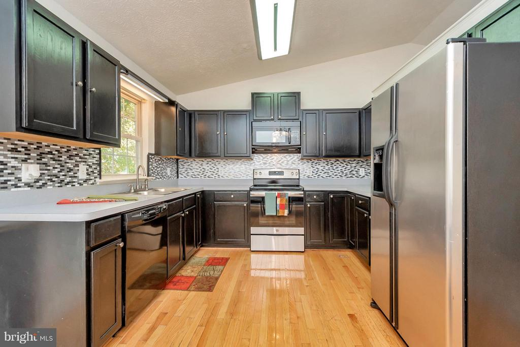 Kitchen - 138 LARKSPUR LN, LOCUST GROVE