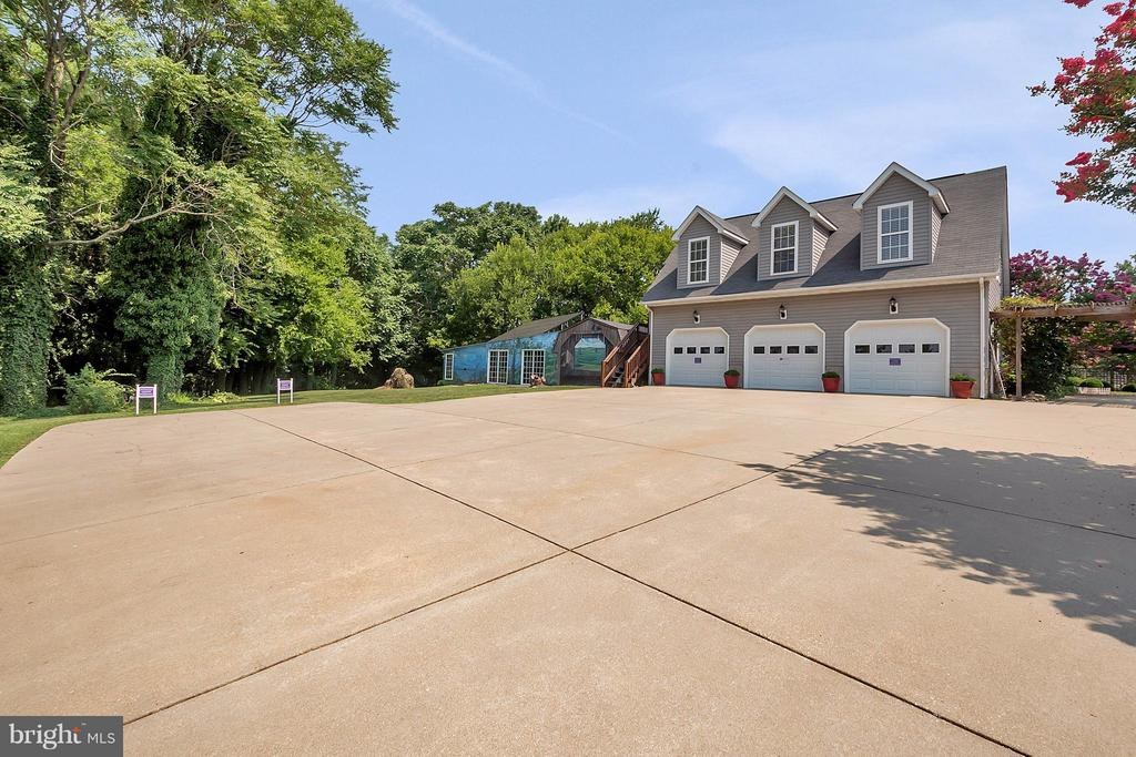 3 Car Garage & Carriage House. Ample parking. - 419 FORBES ST, FREDERICKSBURG