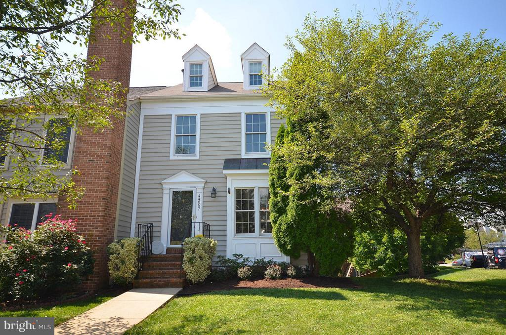 Wonderful 4 Level Townhome in the Heart of Ashburn - 44067 LACEYVILLE TER, ASHBURN