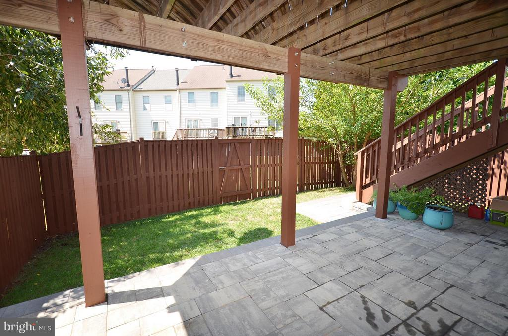Great Paver Patio Under the Deck - 44067 LACEYVILLE TER, ASHBURN