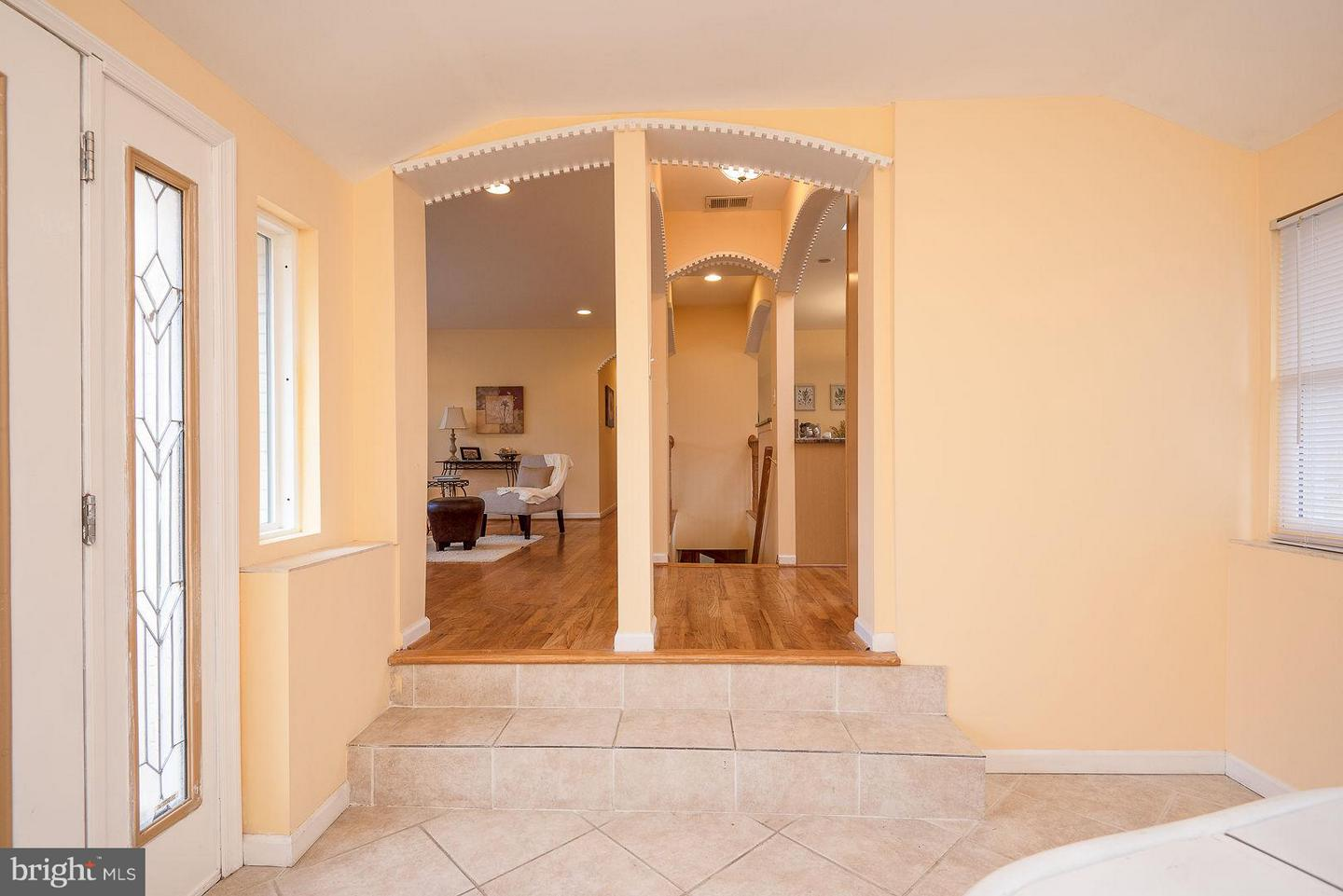 Additional photo for property listing at 20266 Broad Run Dr 20266 Broad Run Dr Sterling, Virginia 20165 United States