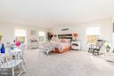Oversized master suite - 2430 SOMERSET DR, JEFFERSONTON