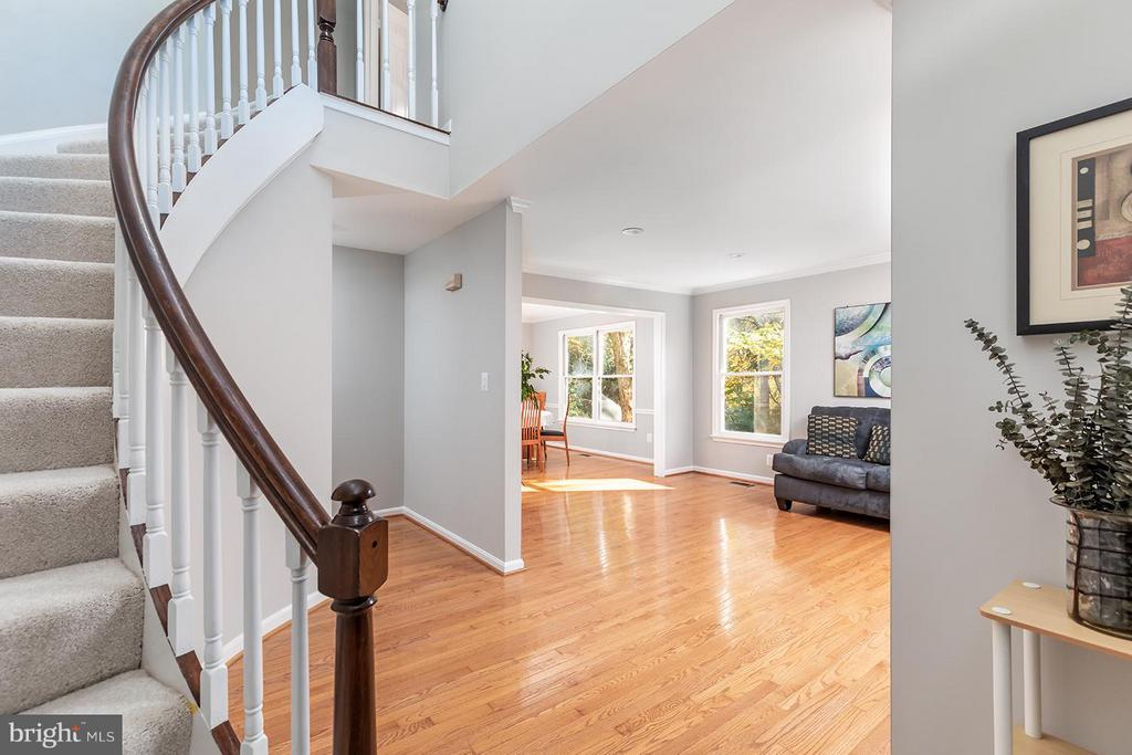 2-story foyer with eye catching curved staircase - 9007 LINDA MARIA CT, FAIRFAX