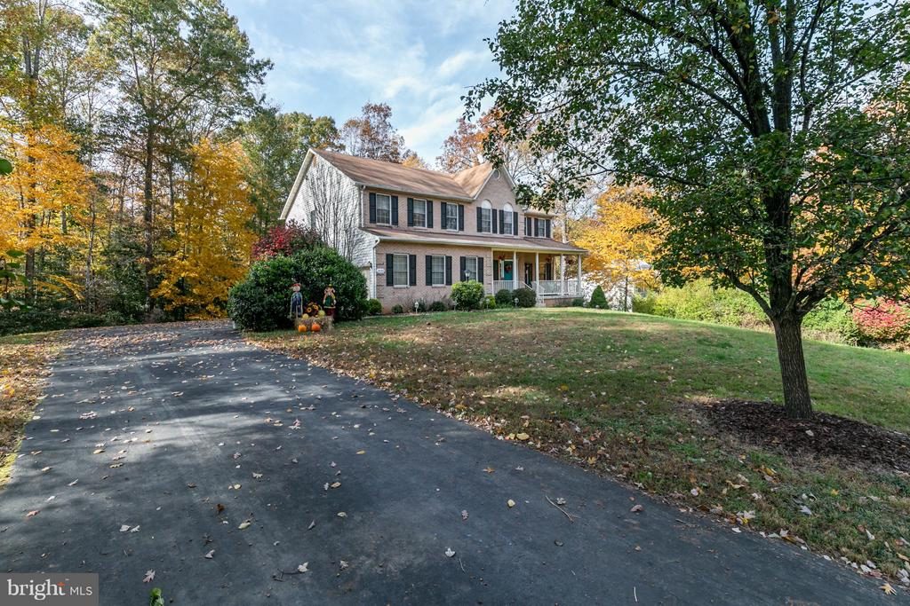 Picture perfect colonial on private 1 acre lot - 2430 SOMERSET DR, JEFFERSONTON