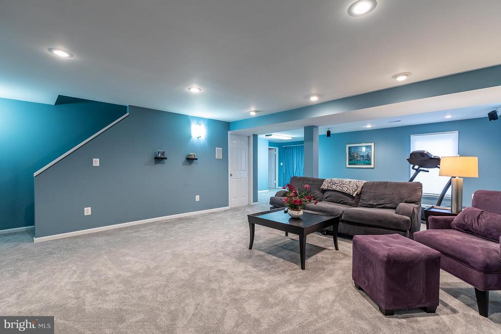 Expansive rec room on lower level with walk out - 9007 LINDA MARIA CT, FAIRFAX