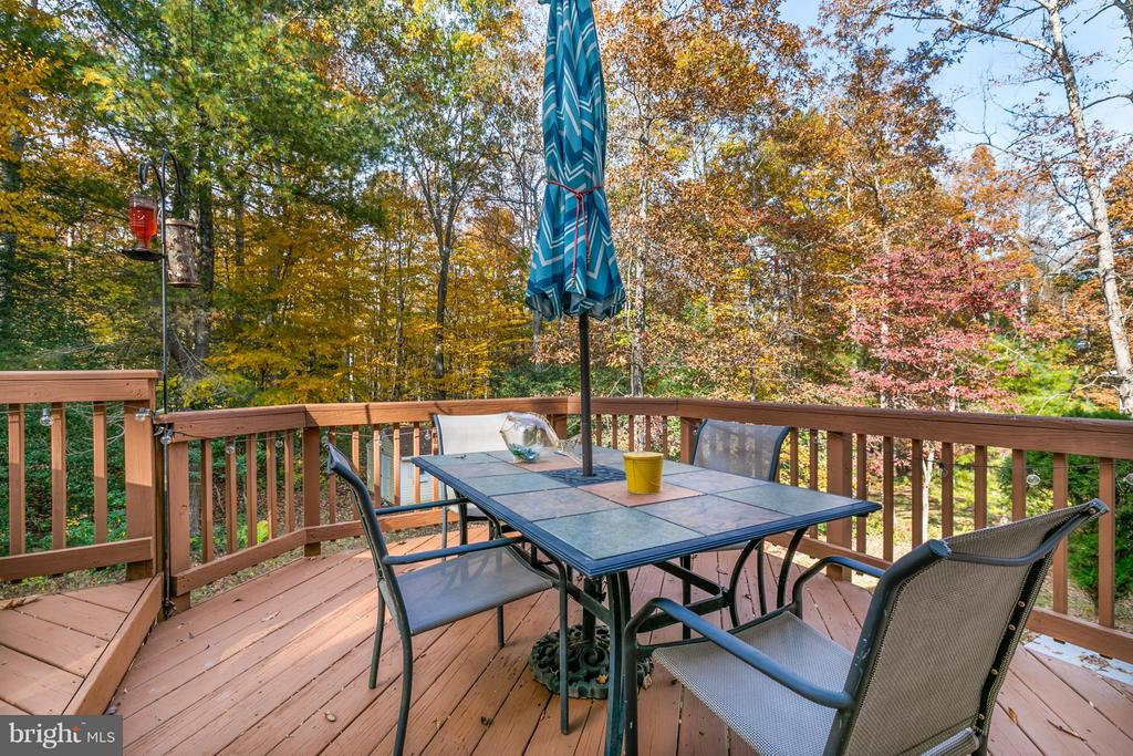 Perfect for outdoor dining and relaxation - 2430 SOMERSET DR, JEFFERSONTON