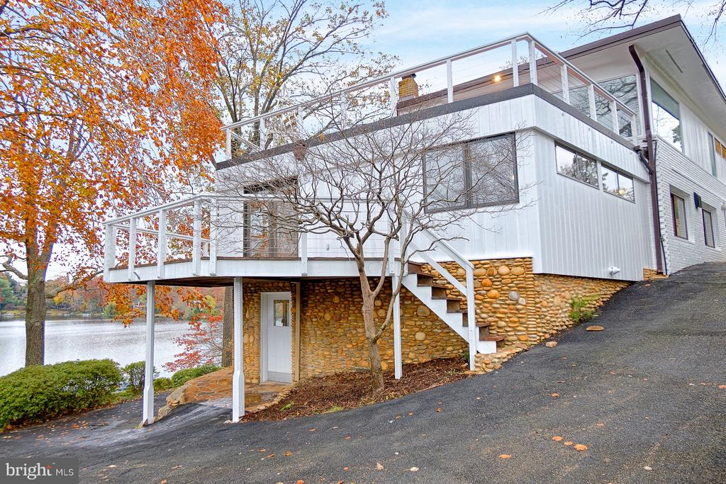3621  STANFORD CIRCLE, Falls Church, Virginia