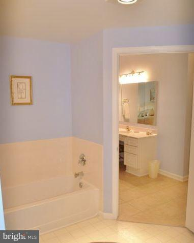 Roomy Master Bathroom - 19370 MAGNOLIA GROVE SQ #108, LEESBURG