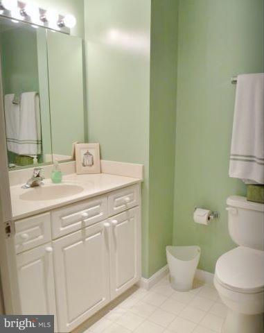 Second full bath in hallway. - 19370 MAGNOLIA GROVE SQ #108, LEESBURG