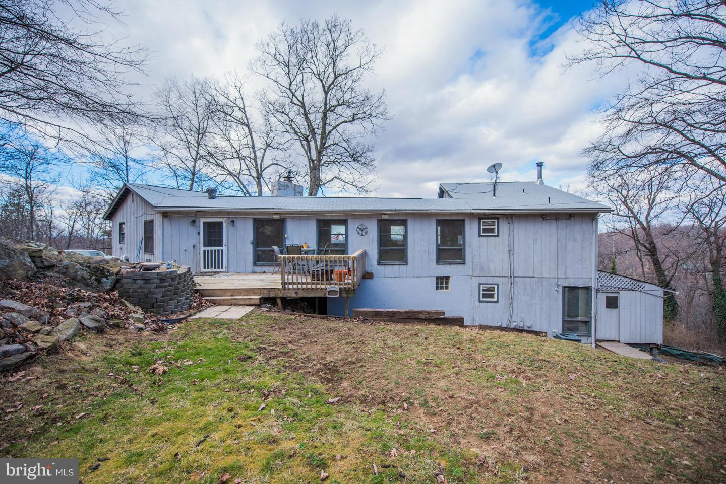 Photo of home for sale at 1550 Drummer Hill Road, Front Royal VA