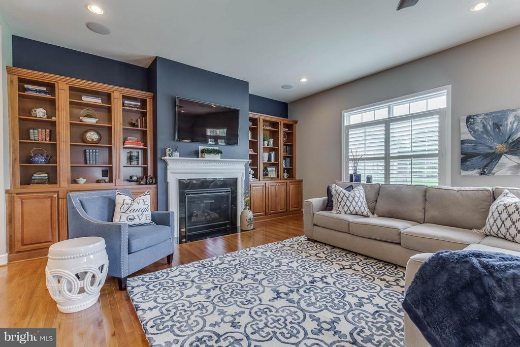 Amazing Family Room with Built-in Shelving - 41848 RAWNSLEY DR, ASHBURN