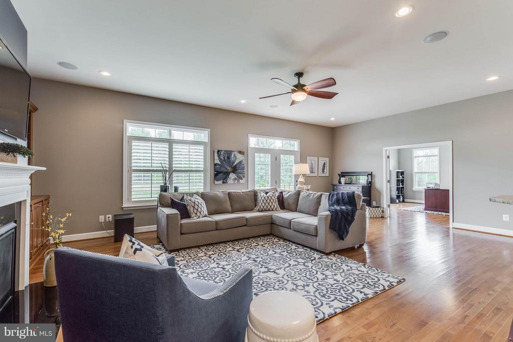 Open, Bright and Inviting Family Room - 41848 RAWNSLEY DR, ASHBURN