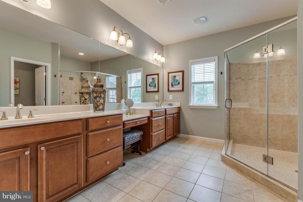 Huge Master Bathroom - 41848 RAWNSLEY DR, ASHBURN
