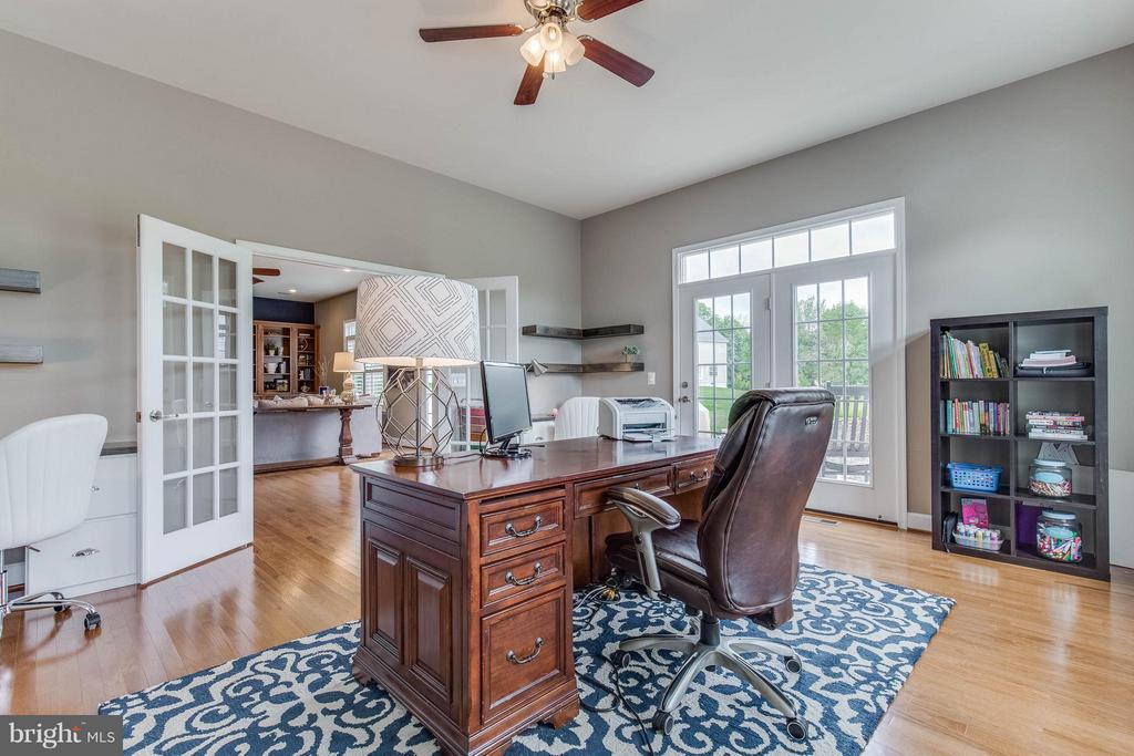 Beautiful Sunroom or Home Office - 41848 RAWNSLEY DR, ASHBURN