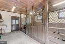 Carriage House 3-stall Stable w/Tack Room - 918 GREENSPRING VALLEY RD, BROOKLANDVILLE