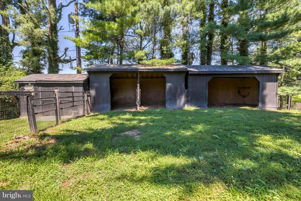 Paddock, Run-in Sheds & Hay Shed - 918 GREENSPRING VALLEY RD, BROOKLANDVILLE