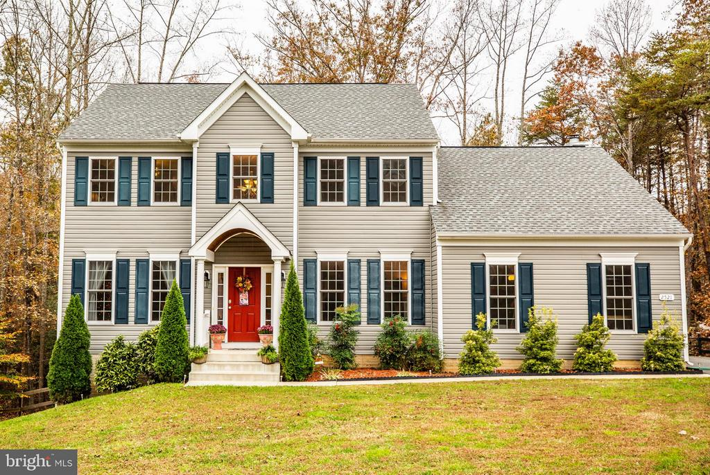 Beautiful colonial in Estate section of Candlewood - 2521 REGENCY DR, FREDERICKSBURG