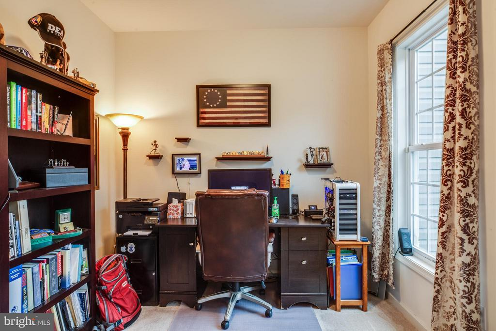Great home office or den - 2521 REGENCY DR, FREDERICKSBURG