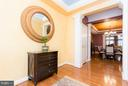 Lovely entrance foyer with tray ceiling - 18332 BUCCANEER TER, LEESBURG