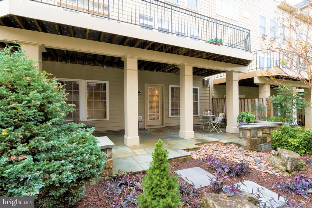 Space for personal reflection or entertaining... - 18332 BUCCANEER TER, LEESBURG