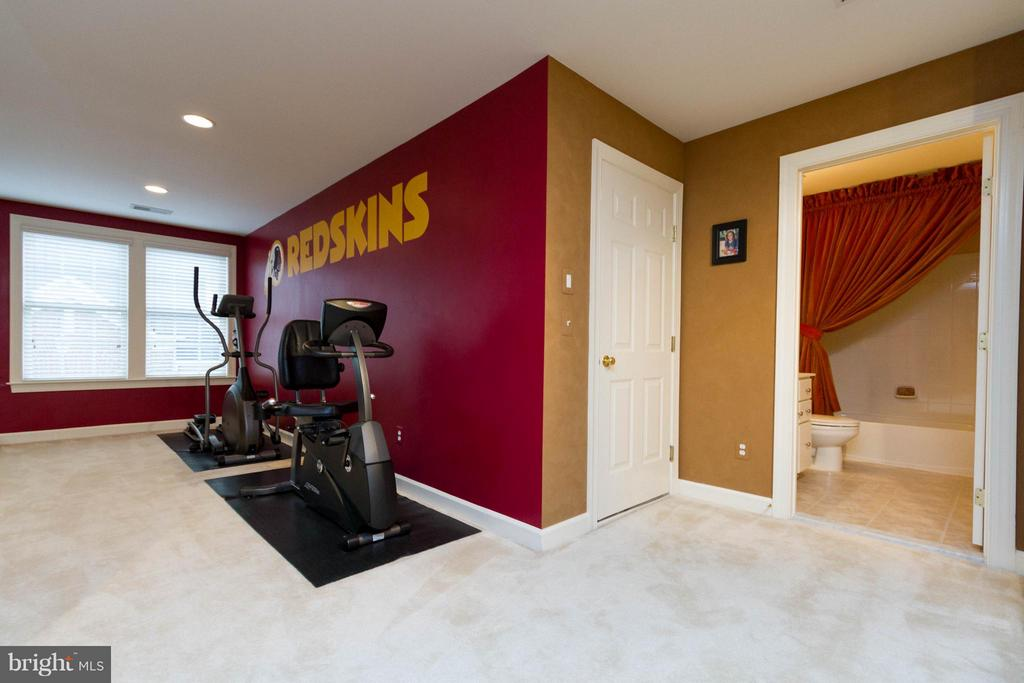 There's an alcove for more equipment. - 18332 BUCCANEER TER, LEESBURG