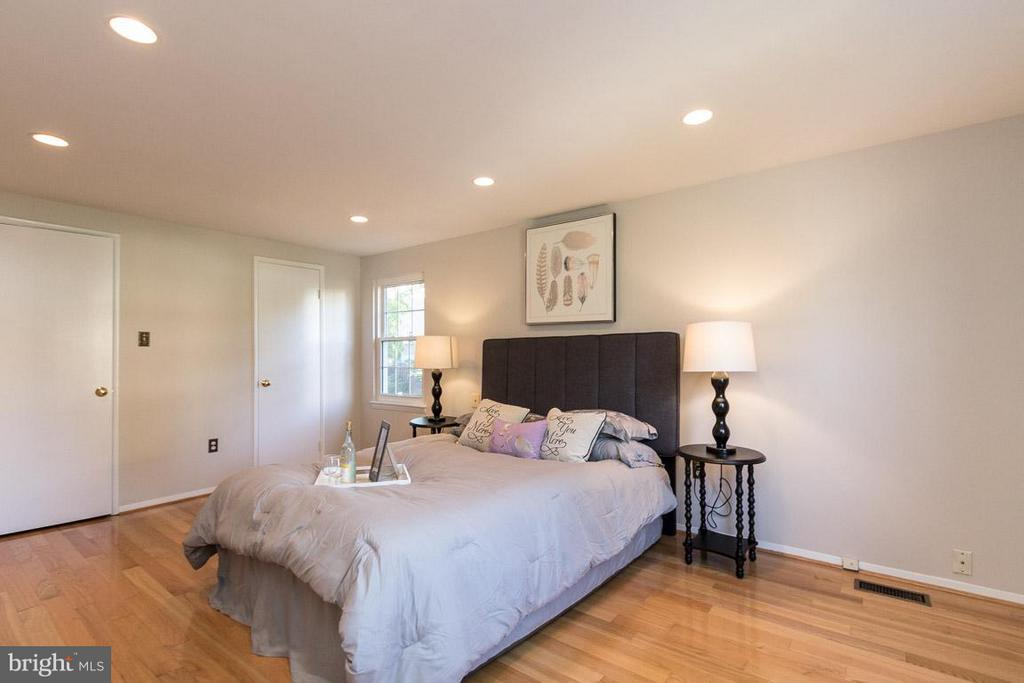 Bedroom (Master) - 9647 LINDENBROOK ST, FAIRFAX
