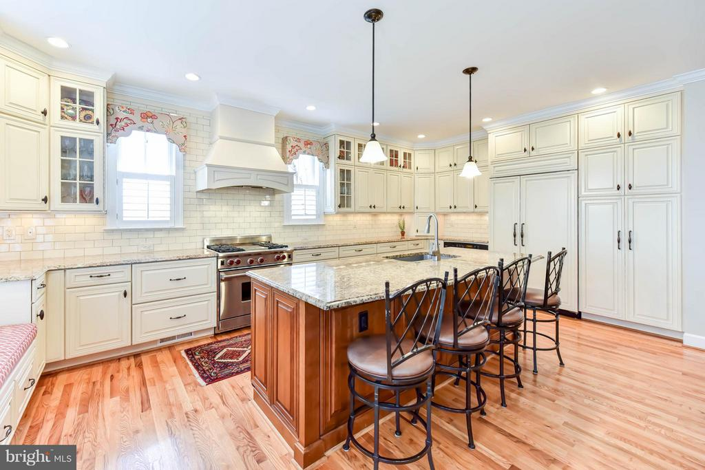 Fabulous open kitchen with high-end appliance - 472 BELMONT BAY DR, WOODBRIDGE