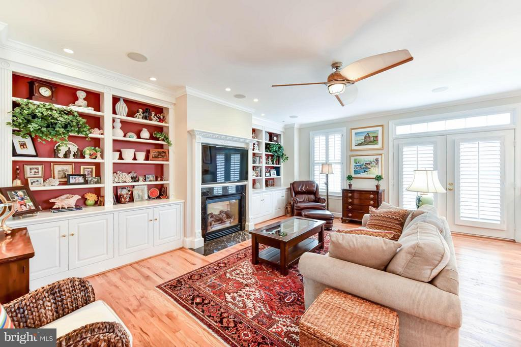 Sunny and bright great room - 472 BELMONT BAY DR, WOODBRIDGE