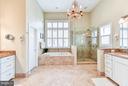 Separate vanities, soaking tub and gigantic shower - 472 BELMONT BAY DR, WOODBRIDGE