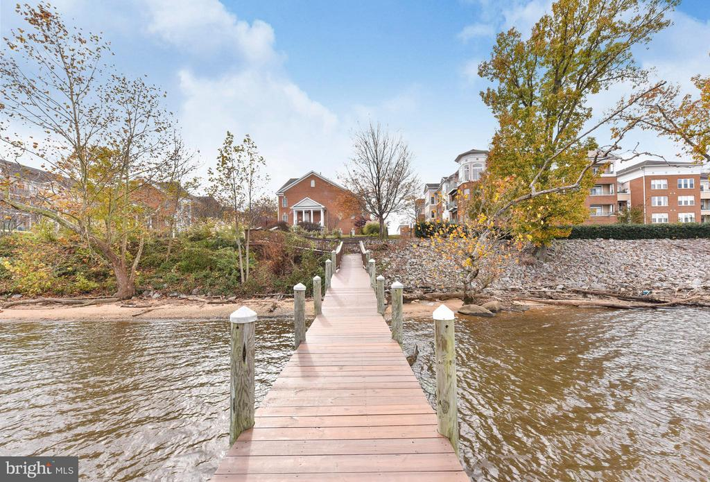 Out the front door and into the water... - 472 BELMONT BAY DR, WOODBRIDGE