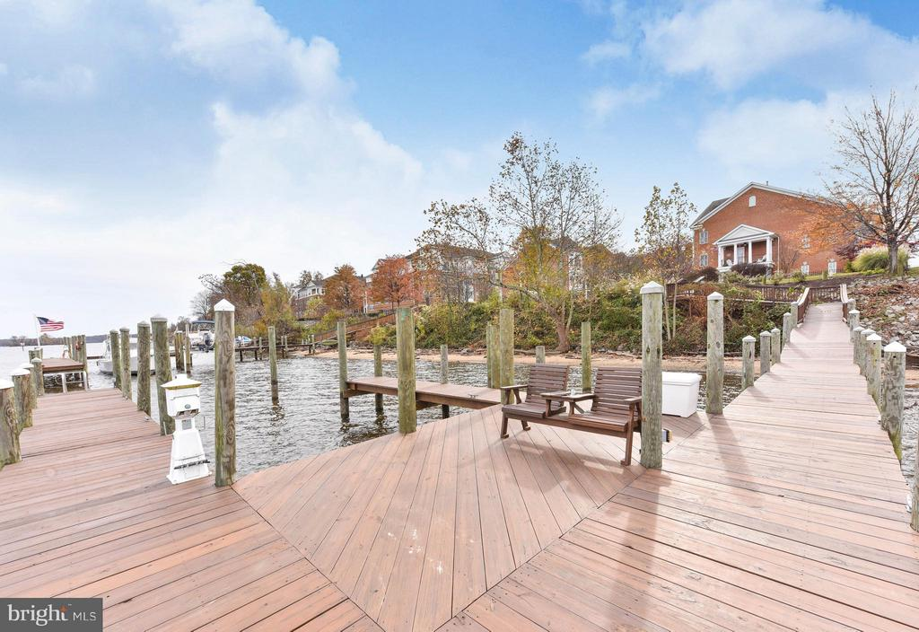Dock can accommodate 3 boats; up to 40' floating - 472 BELMONT BAY DR, WOODBRIDGE