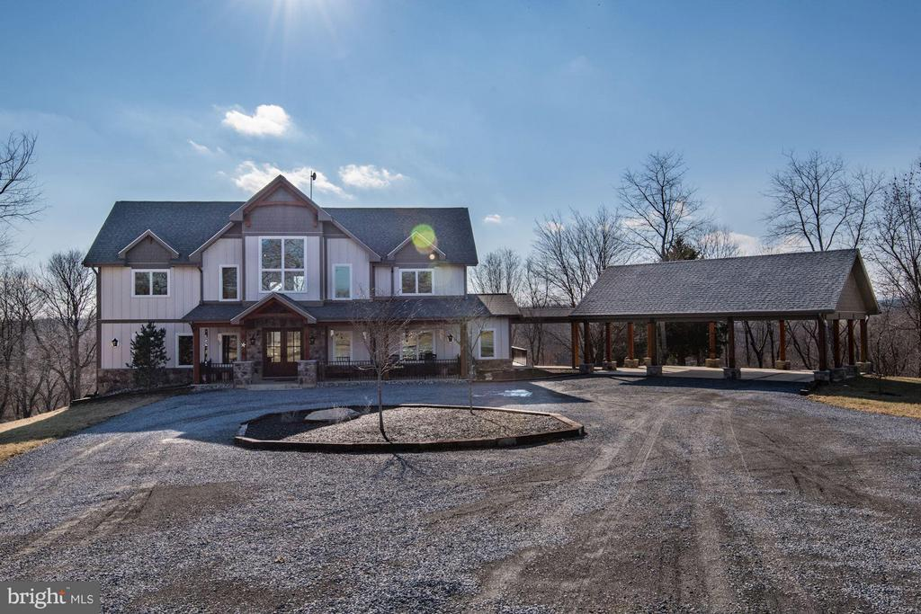 Completed in 2016 featuring large open floorplan. - 20102 LOVERS LN, PURCELLVILLE