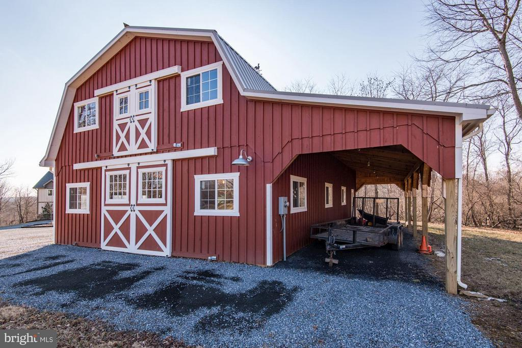 50' x 30' Barn w/loft and 12' overhang - 20102 LOVERS LN, PURCELLVILLE