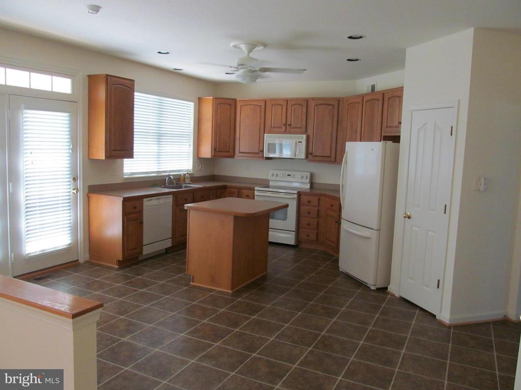 Kitchen w/french doors to rear yard - 5829 DREXAL AVE, NEW MARKET
