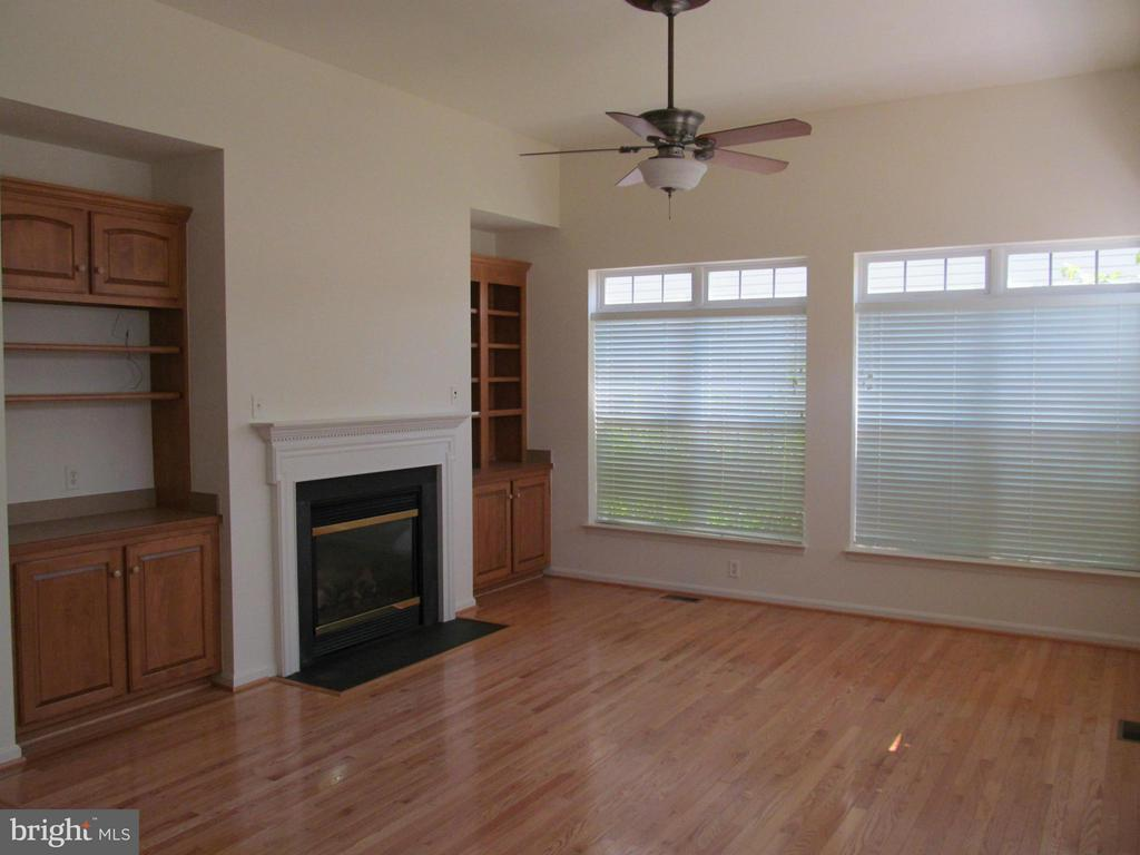 Family room with gas fireplace and built-ins - 5829 DREXAL AVE, NEW MARKET