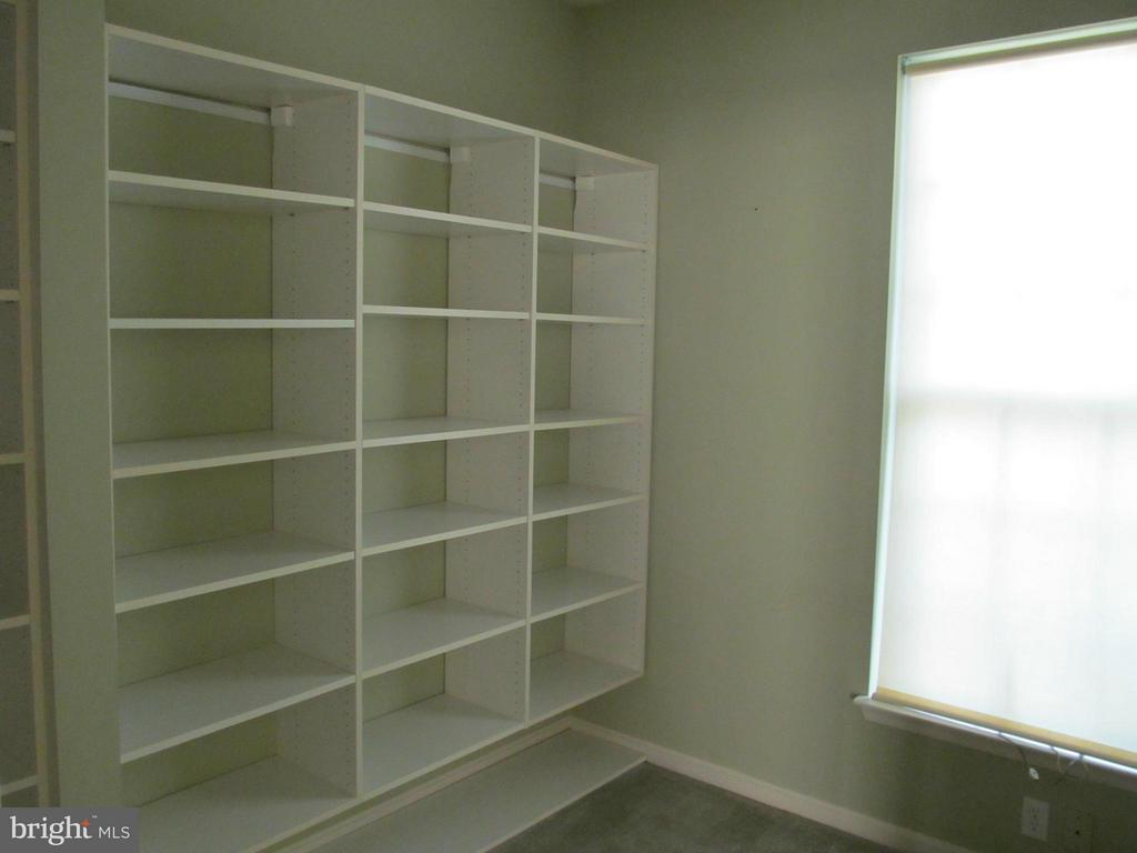 Huge walk-in closet w/shelving in first floor MBR - 5829 DREXAL AVE, NEW MARKET