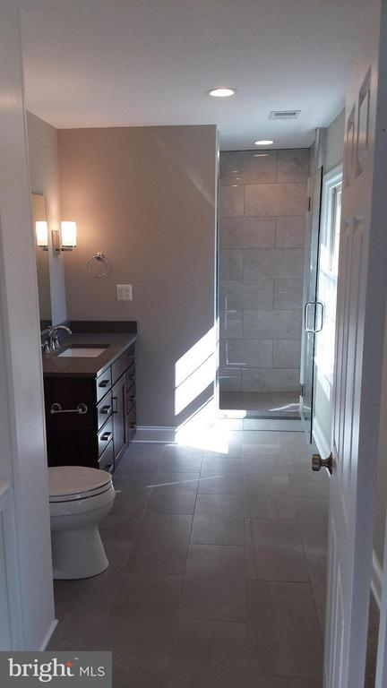Bath in bedroom 1 - 13110 CEDAR RIDGE DR, CLIFTON