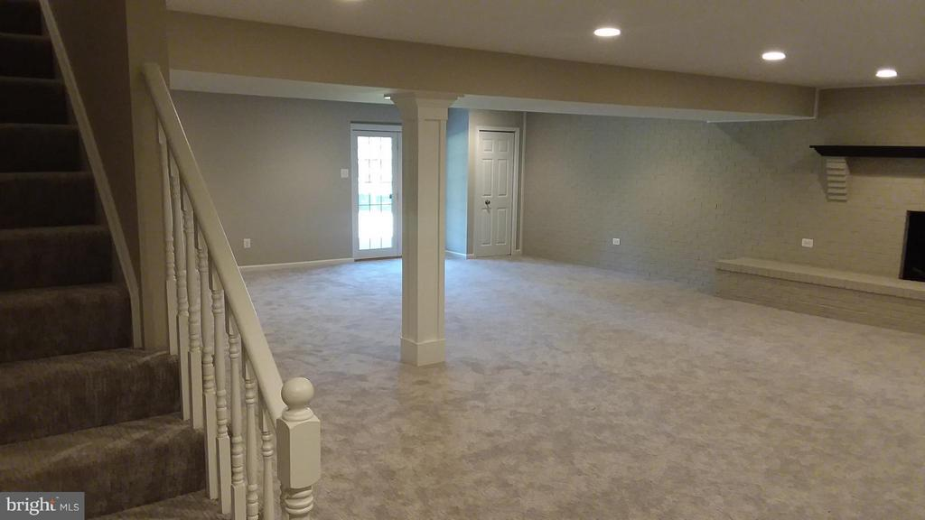 Basement rec room - 13110 CEDAR RIDGE DR, CLIFTON