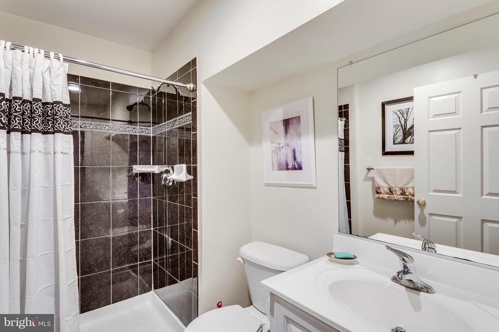 Lower Level Full Bath - 7202 GRAY HEIGHTS CT, ALEXANDRIA