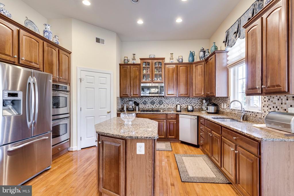 Kitchen - 7202 GRAY HEIGHTS CT, ALEXANDRIA