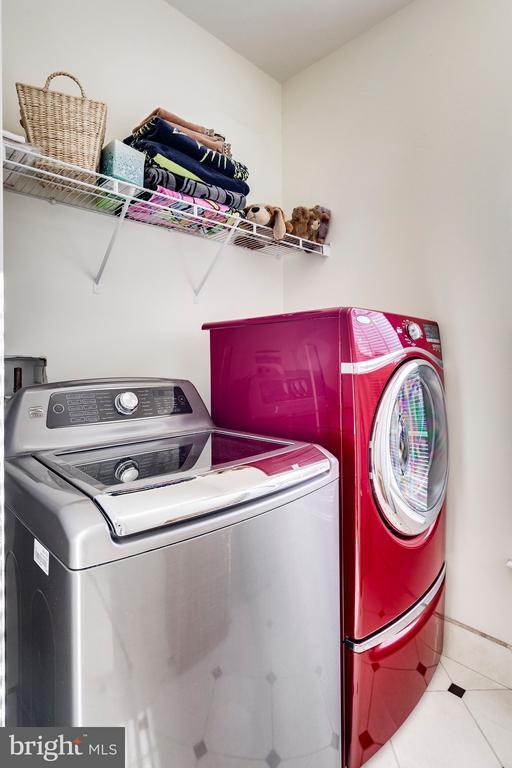 Laundry Room w/ New Tile Flooring - 7202 GRAY HEIGHTS CT, ALEXANDRIA