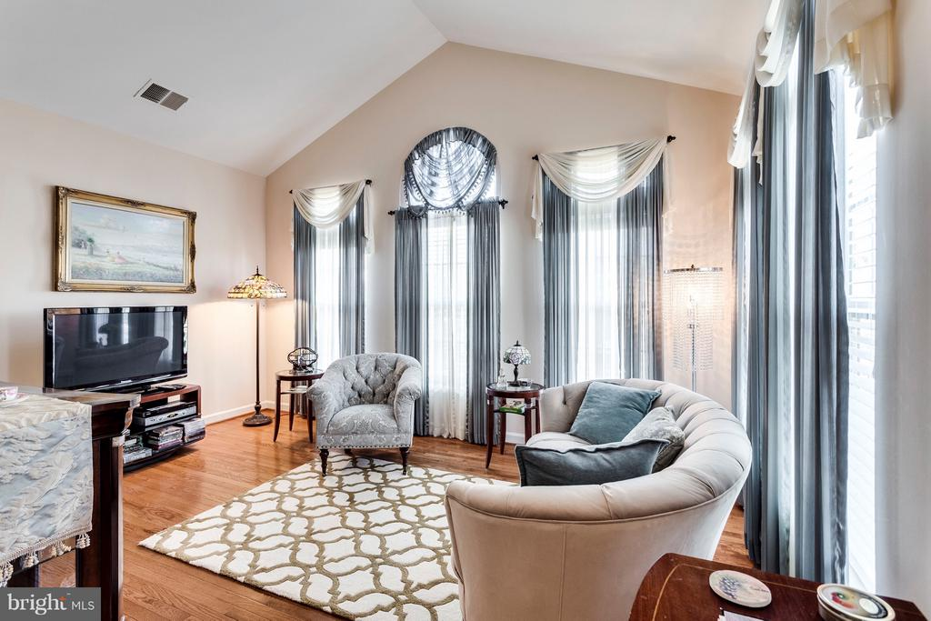 Sitting Room off Master Bed - 7202 GRAY HEIGHTS CT, ALEXANDRIA