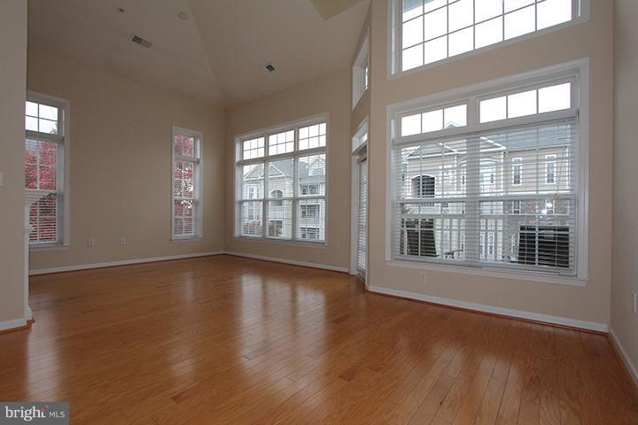 Family Room with gleaming hardwood floors - 507 SUNSET VIEW TER SE #308, LEESBURG