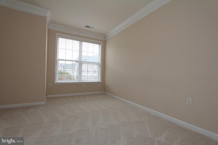 Large master bedroom - 507 SUNSET VIEW TER SE #308, LEESBURG