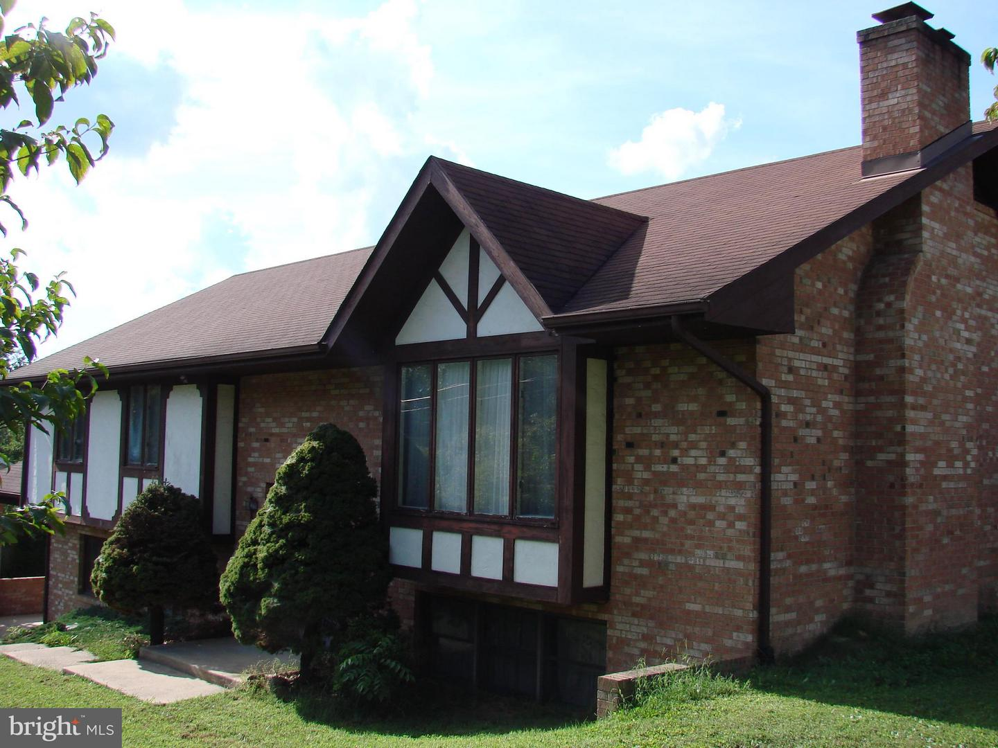 Photo of home for sale at 11 Nichols Road, Luray VA