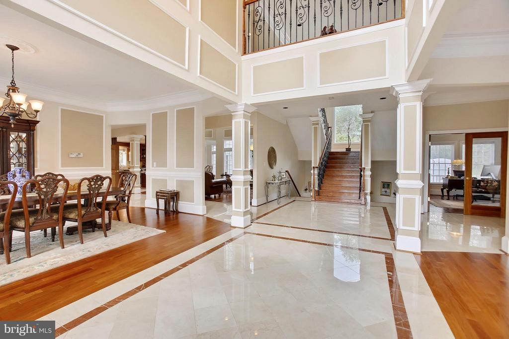 Walk into the bright and airy foyer. You are home. - 22329 ROLLING HILL LN, GAITHERSBURG