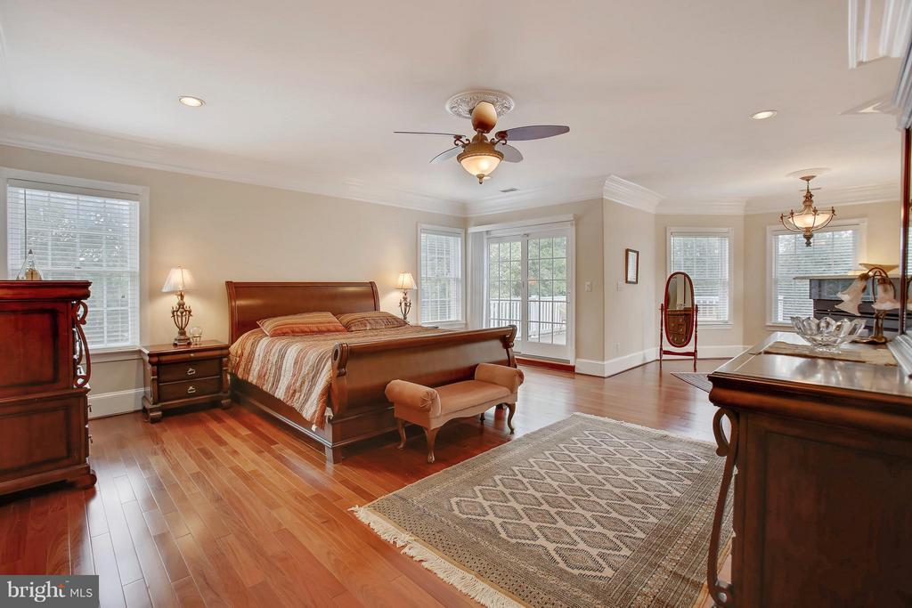 Sitting area, gas fireplace, private deck attached - 22329 ROLLING HILL LN, GAITHERSBURG