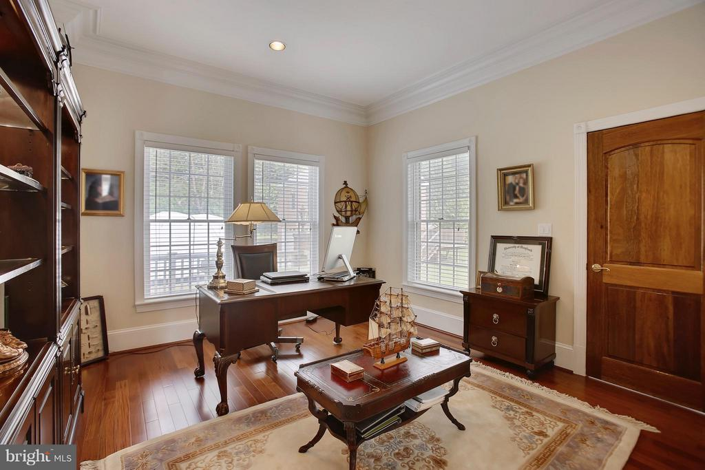 Main level home office. - 22329 ROLLING HILL LN, GAITHERSBURG